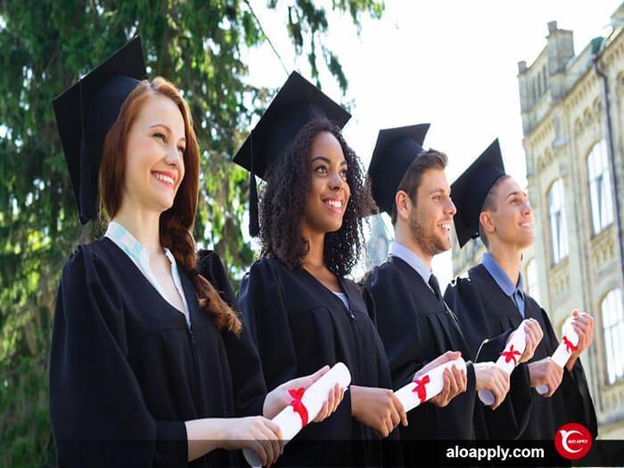 10 دانشگاه برتر کانادا که بورسیه تحصیلی اعطا می کنند