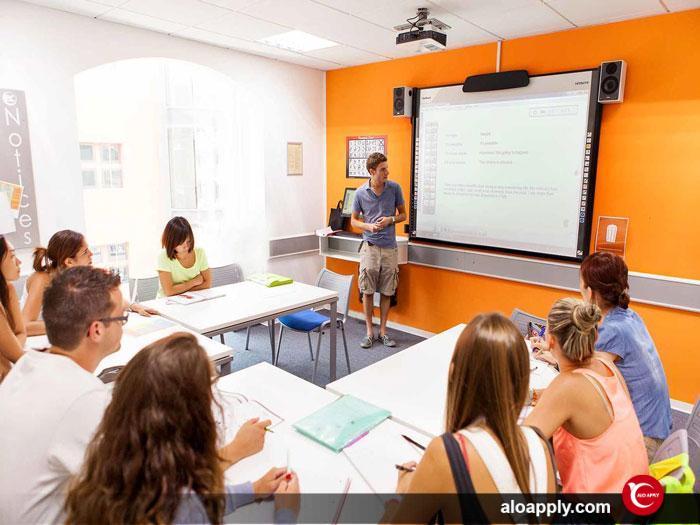 برنامه های آکادمیک مدارس زبان