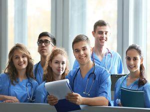 شرایط کار در حین تحصیل در رشته های پزشکی در کانادا