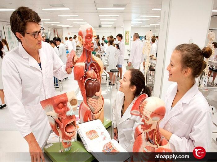 تحصیل در رشته های پزشکی کانادا به همراه بورسیه تحصیلی